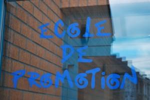 École de promotion sociale de Quaregnon - photo porte avec texte